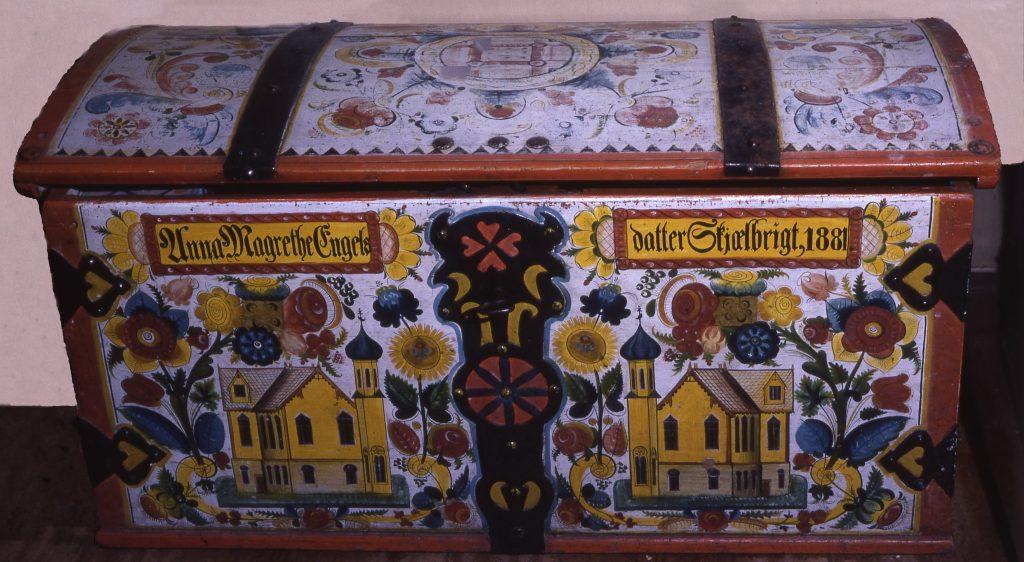 Denne kista er truleg måla av Nils Tveiterås.